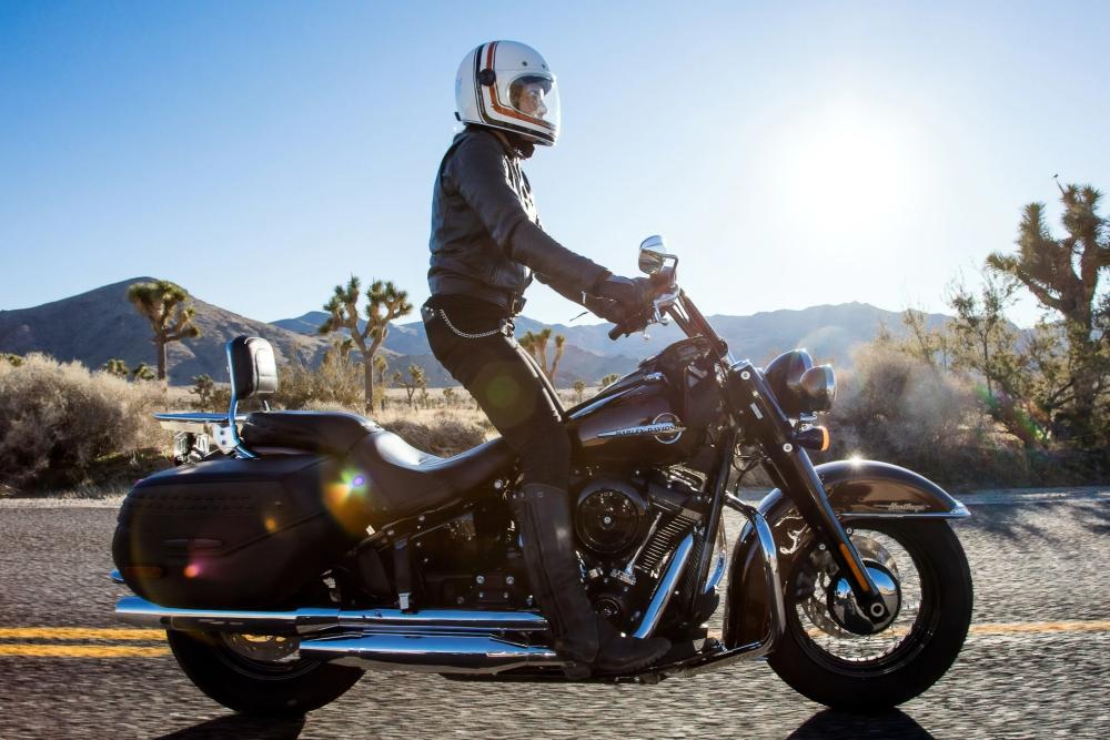 高科技自行车头盔:配前后摄像头 可4K录像