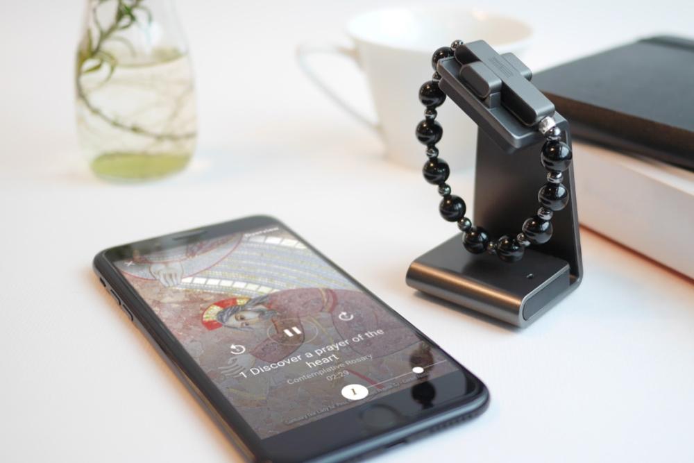 梵蒂冈发布一款基于手势打造的可穿戴祷告设备