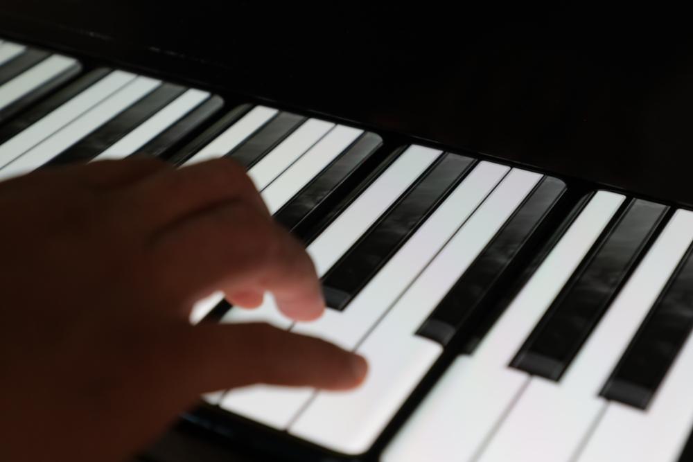"""一加手机推出""""钢琴"""" 使用17台7T Pro""""制作"""""""