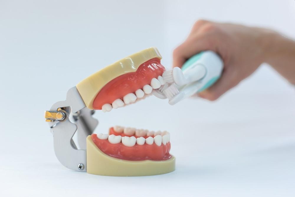 能在50秒内彻底清洁牙齿的三头电动牙刷