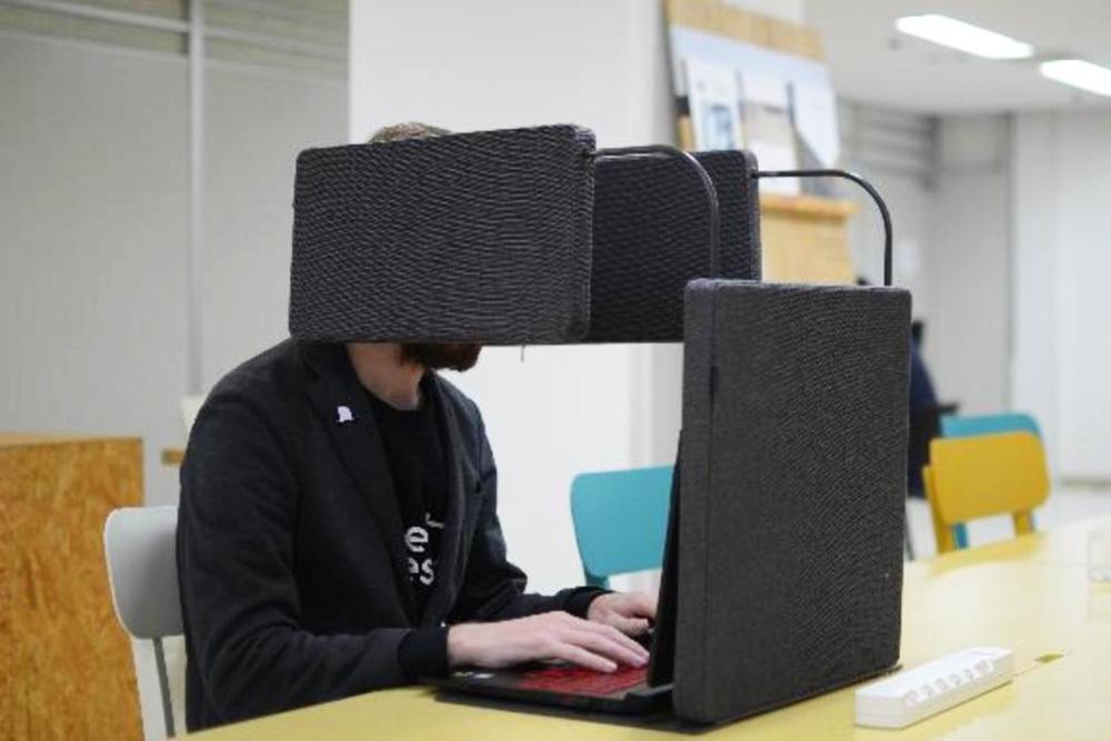 社畜必备 日本推出便携式免打扰办公桌