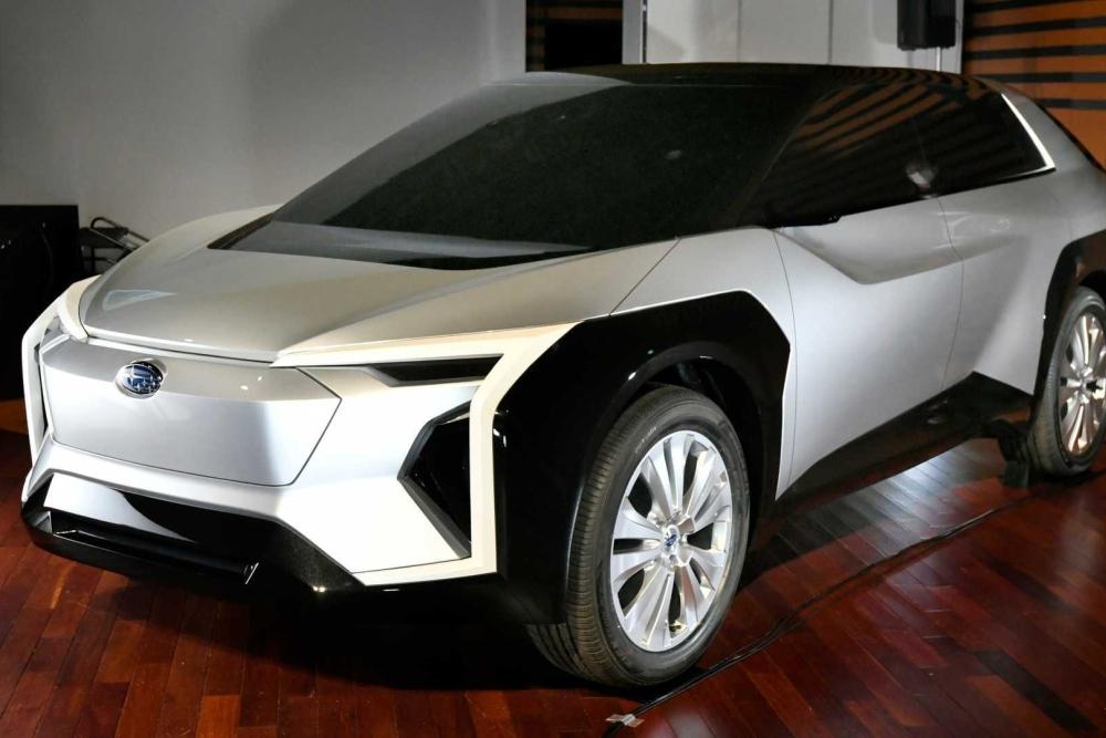 斯巴鲁发布首款电动车:外形科幻 2025年量产