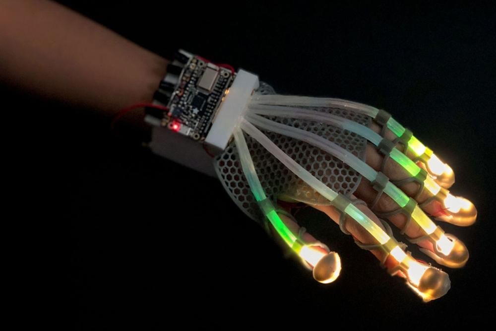 可延展皮肤传感器 帮助VR获得现实触感