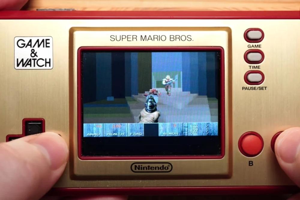 任天堂Game&Watch复古掌机遭破解 可运行初代《毁灭战士》