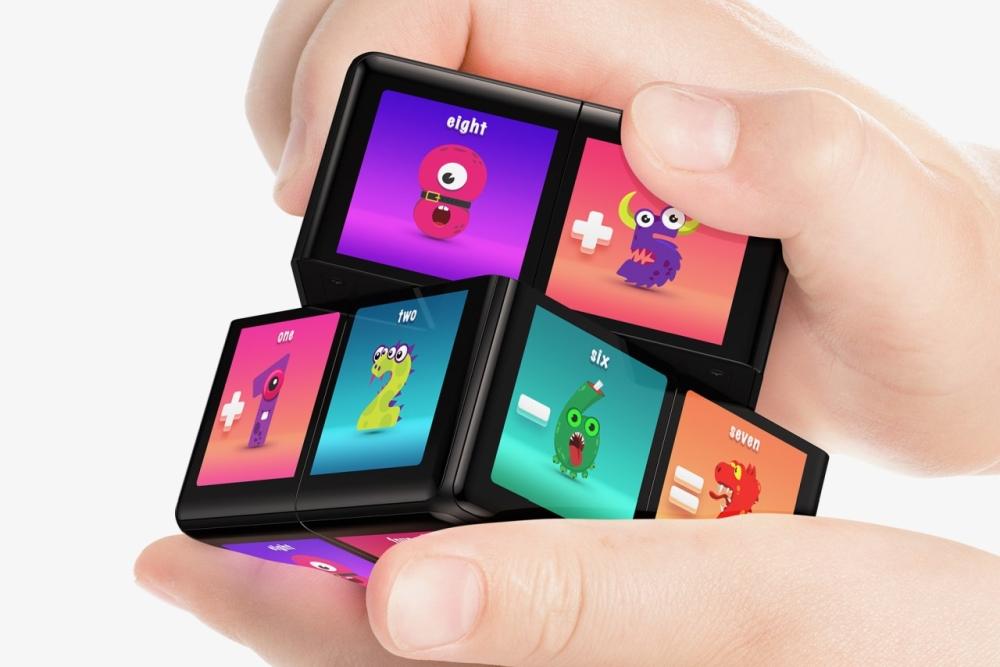 魔方游戲設備WowCube:將游戲帶入到另一個維度