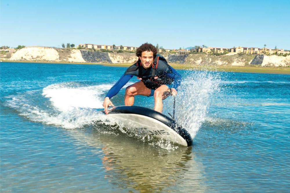 """""""浪里白条""""注意了 你要的电动冲浪板来了"""