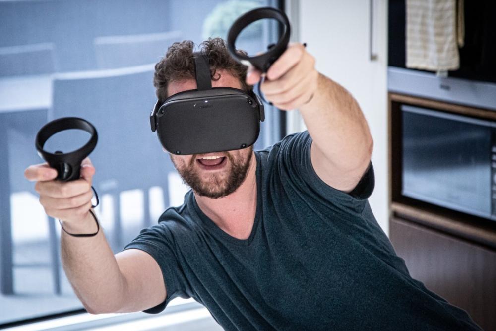 玩家终于能在VR里找到自己的真实沙发了