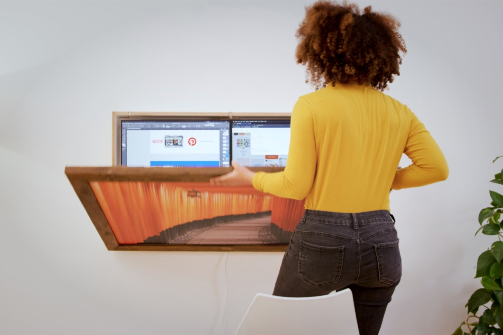 可折叠成壁挂式艺术作品的家庭工作台