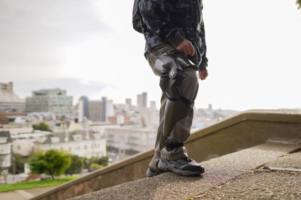 Roam Robotics公司推出智能辅助护膝