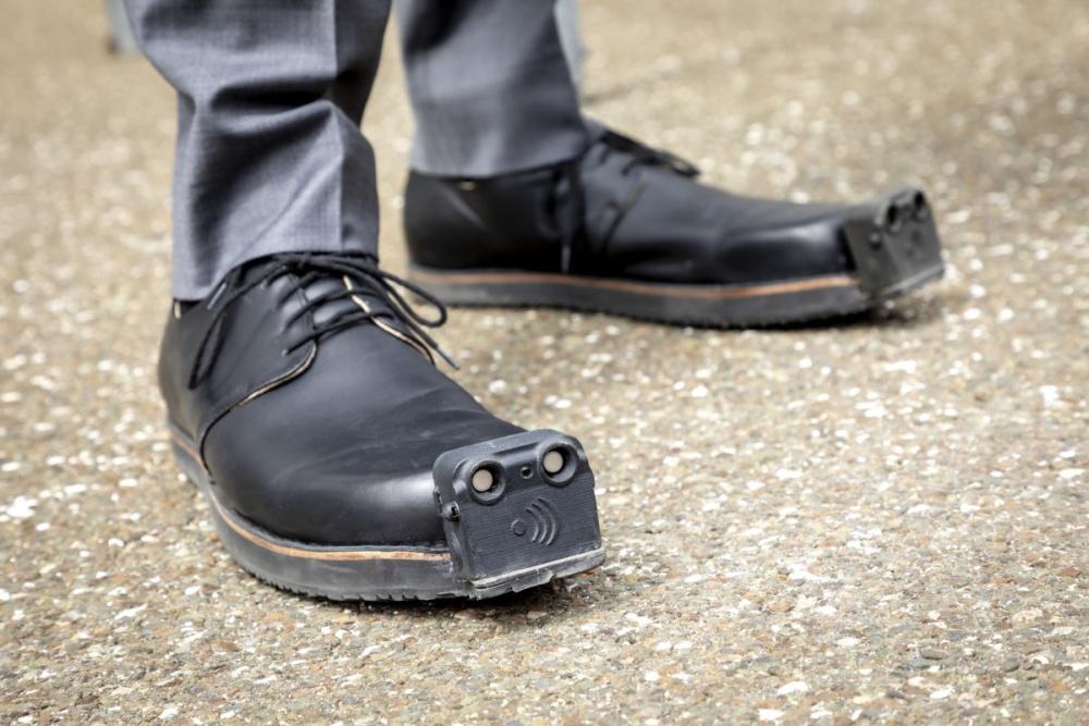 """为盲人设计的""""导盲鞋"""" 集成摄像头将使其功能更强大"""