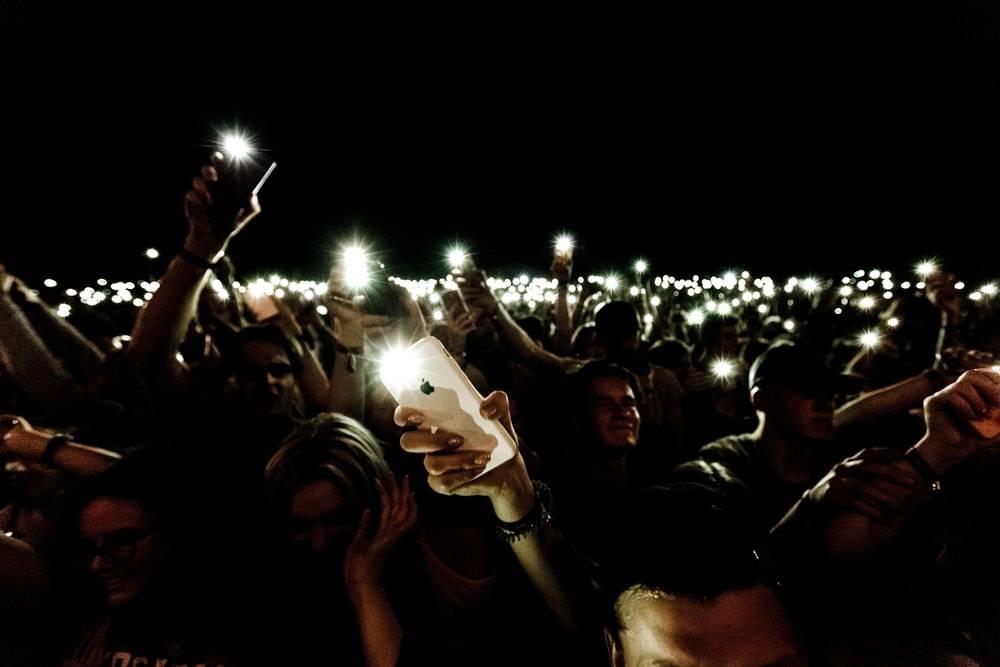 """手机上的闪光灯 怎么就沦为""""鸡肋""""了?"""