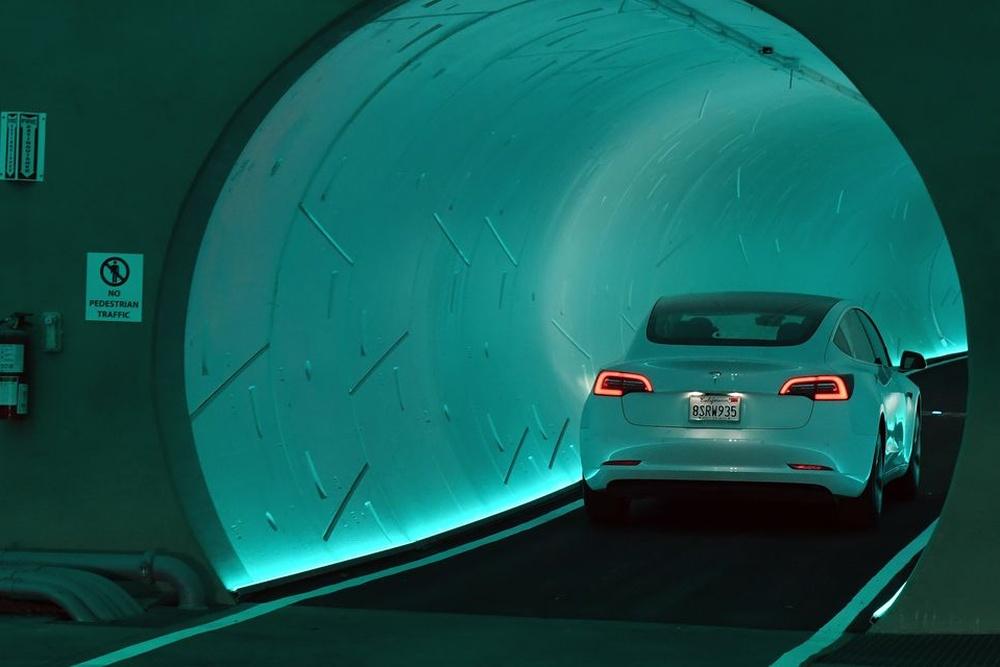 """马斯克""""汽车隧道""""体验:被吐槽是单轨小火车"""