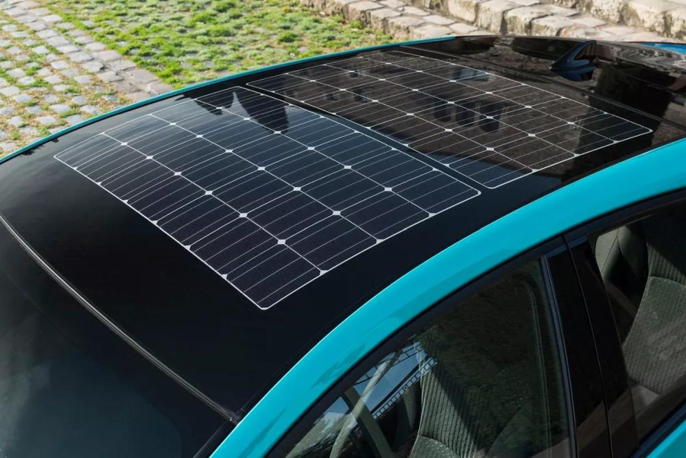 """丰田""""太阳能车顶"""" 让电动车增加44公里续航"""