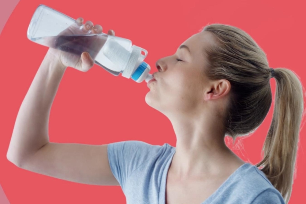白开水秒变饮料 这样的杯子必须来一个