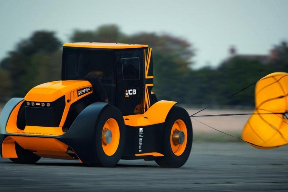英国公司研发世界最快拖拉机 时速约250公里