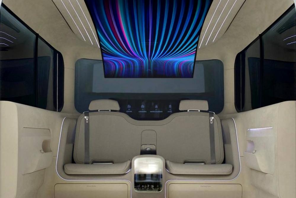全新概念车客舱:顶棚配77吋柔性屏 还会烫衣消毒擦鞋