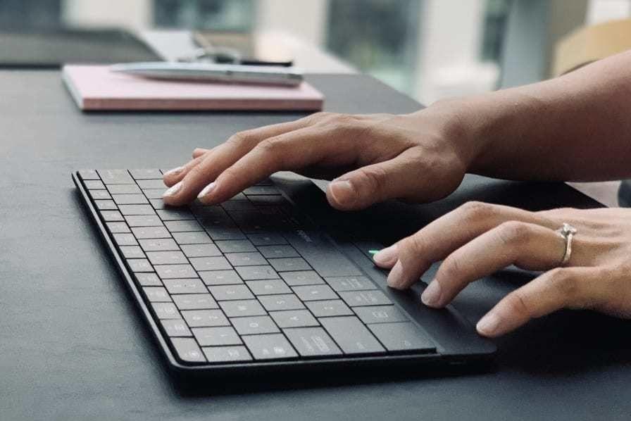 把键盘变成超大触控板 这样的无线键盘见过吗?