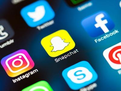 虚假新闻泛滥成多国新愁 社交平台该负多大责任?