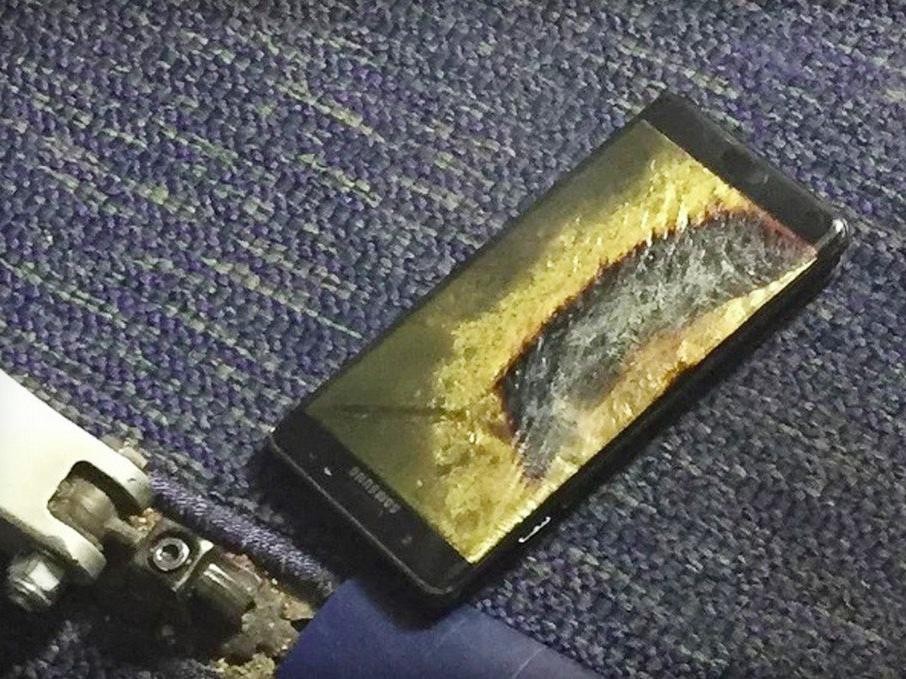 美国男子称三星Note7更换后仍起火 烧坏客机地板