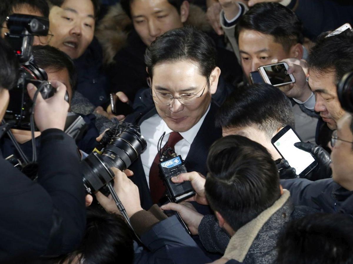 韩民众要求逮捕三星副会长 特检组推迟决定是否抓李在�F