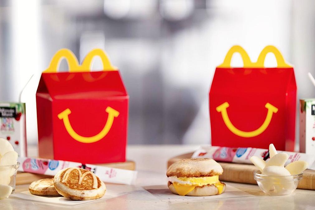 麦当劳做了套运动服 汉堡薯条穿身上