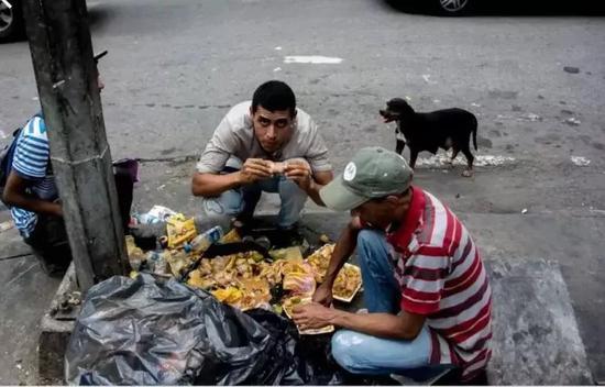 Image result for 委内瑞拉äoo捡垃圾吃