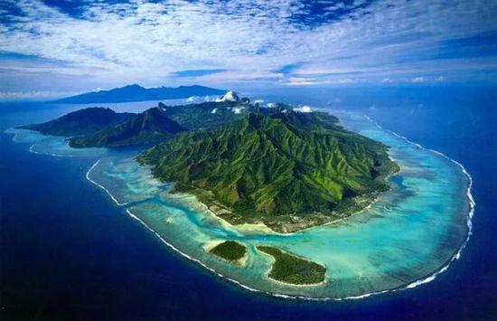 空中俯瞰埃梅奥岛  Nathan Hughes Hamilton / Flickr