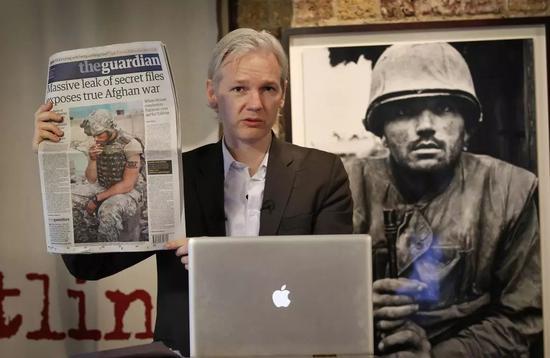2010 年,阿桑奇公布阿富汗战争日记 | 视觉中国