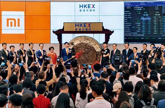 2018年7月9日小米集团在港交所完成上市敲钟仪式。