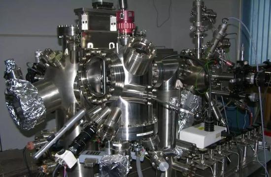 几乎任何一项新型材料的研发都需要用到的扫描隧道显微镜(图片来源:百度百科)