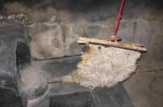 中國拉薩娘熱鄉傳統鼓風竈(黃興 攝)