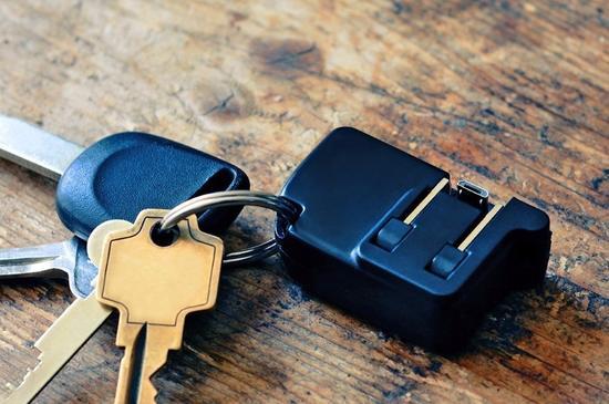 随身携带充电器太麻烦 充电器做成钥匙链就可以了