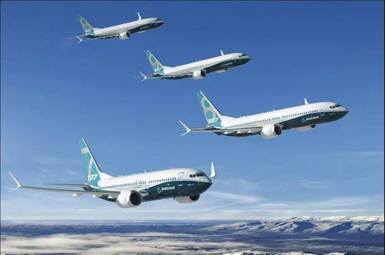波音737-MAX家族,注意它的发动机粗了很多 图片来源:波音