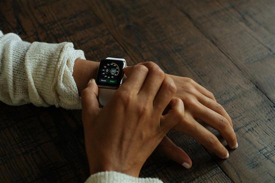 今年秋季见!苹果新Apple Watch曝光:屏幕变大