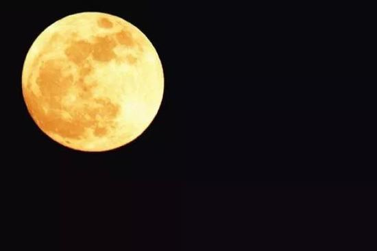 2012年8月31日在厄瓜多尔拍摄的蓝月亮,图自wikipedia