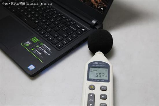 ↑↑↑开启一键散热后,分贝仪显示69.3dB