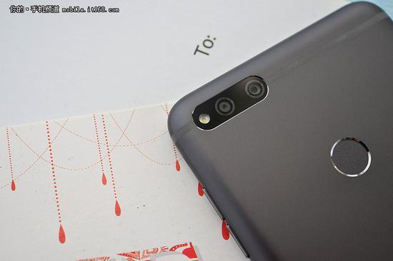 ▲360手机N7使用1300万像素摄像头