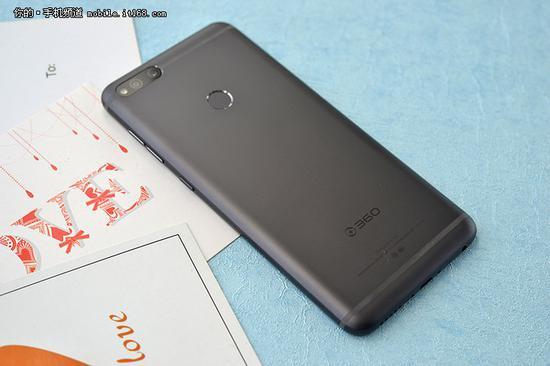 ▲360手机N7背面