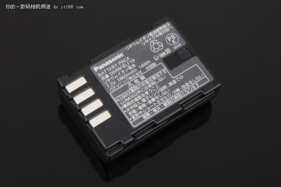 ▲电池容量14Wh,实际续航能力不错。