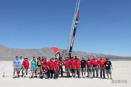 2014年,創造新紀錄的團隊合影來源:www.the-rocketman.com