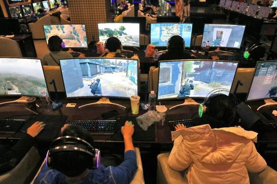 一场线下游戏比赛的场景。@视觉中国