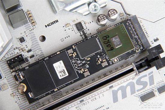 我们这次拿到的是512GB容量的建兴T10PLUS,除此以外产品还有256GB的版本。