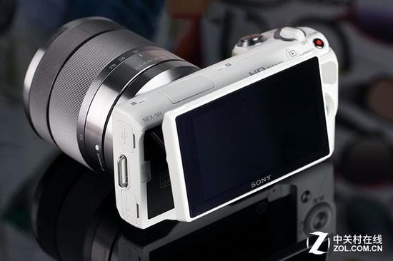 2011年8月推出的NEX-5N是索尼首款支持触屏的微单