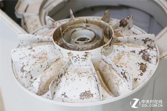 洗衣机波轮上的污渍 看起来非常恶心