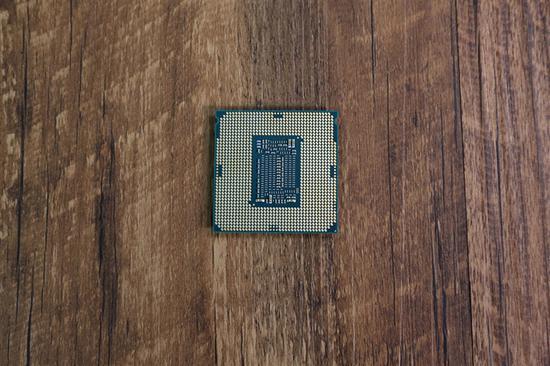 对比i7-8700K背面完全相同