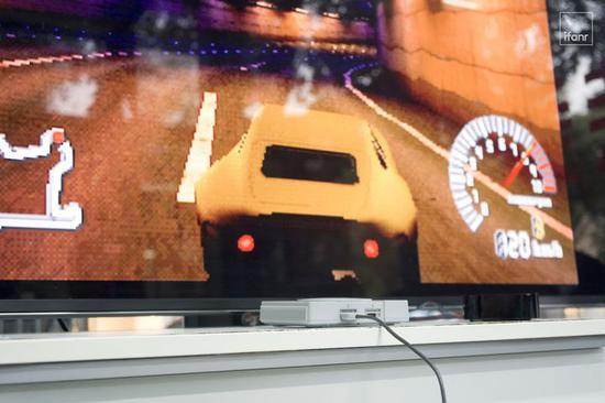 ▲ 背景游戏为《山脊赛车 R4》