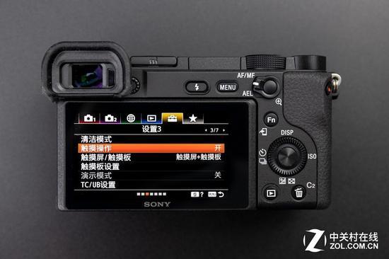 A6400采用了索尼全新的菜单设计,可以看到这款相机支持触控