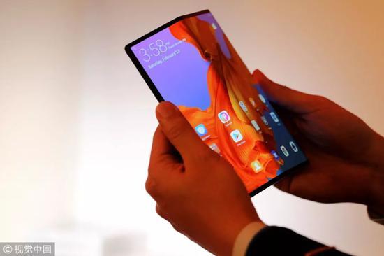 ▲2月23日,西班牙巴塞罗那,华为折叠屏手机Mate X在2019年世界移动通信大会之前进行预展。
