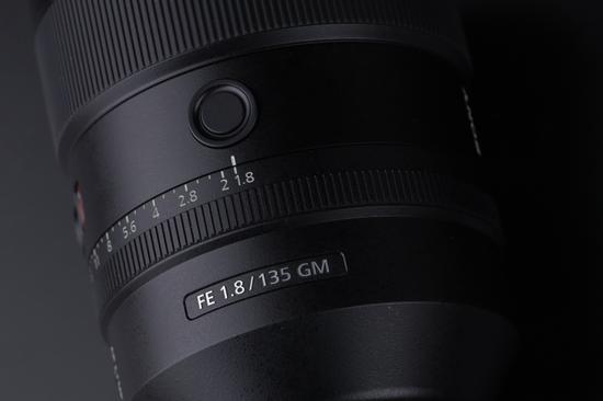 索尼FE 135mm F1.8 GM镜身按钮