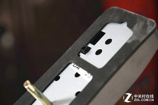 锁体黑色凸起的部分为防撬锁感应器